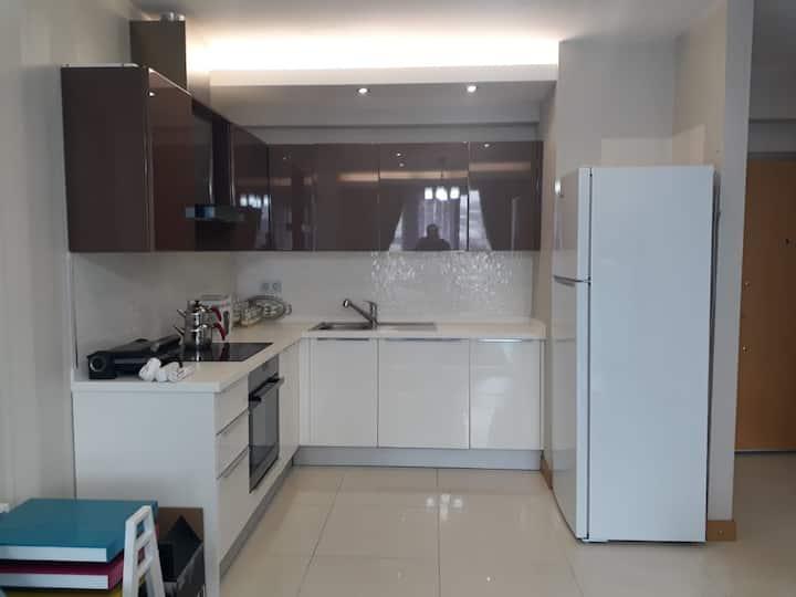 شقة مفروشة ١+١مقابل مول 212 في قلب اسطنبول