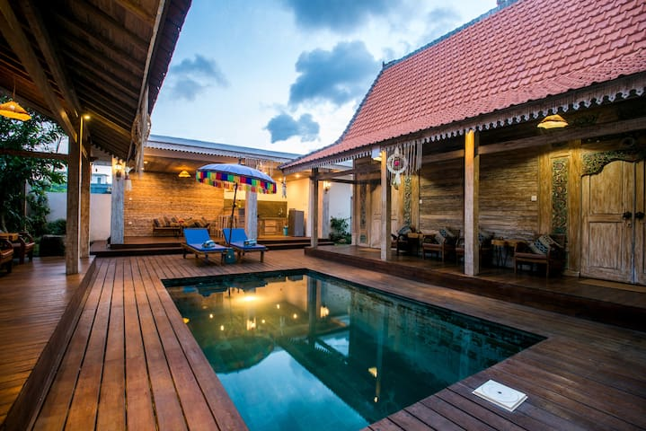 Canggu Paradise: own house The Lotus near the pool