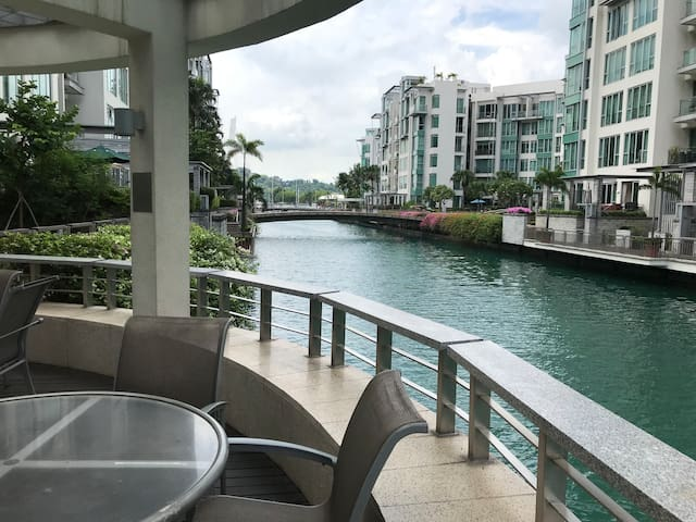 Waterfront Condo near Sentosa and CBD, walk to MRT