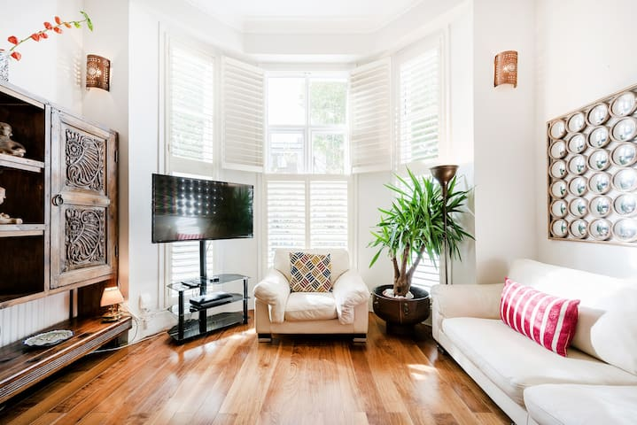 Relax in a Bright, Airy Haven in Kensington