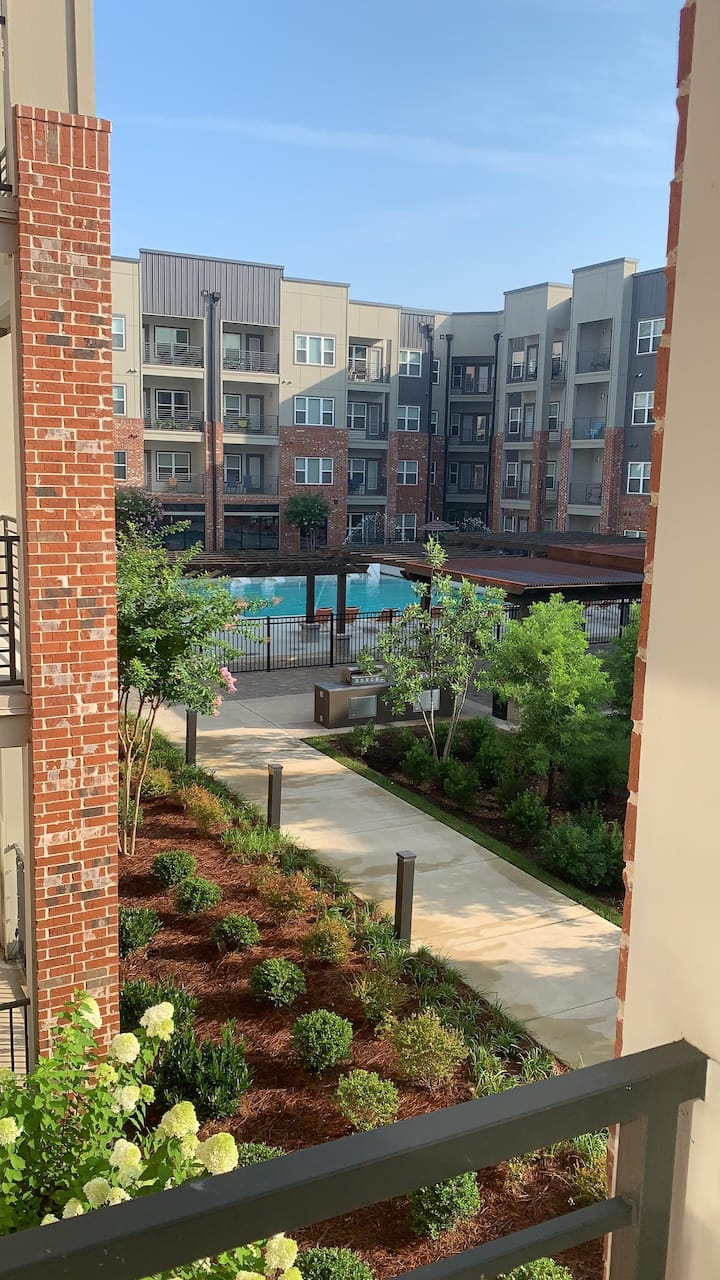 Germantown, Nashville studio with year-round pool!