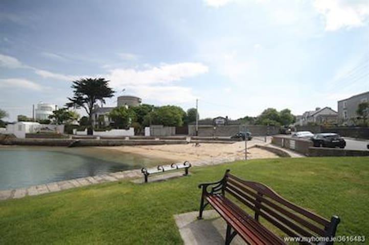 Sandycove beach house with large sunny garden.
