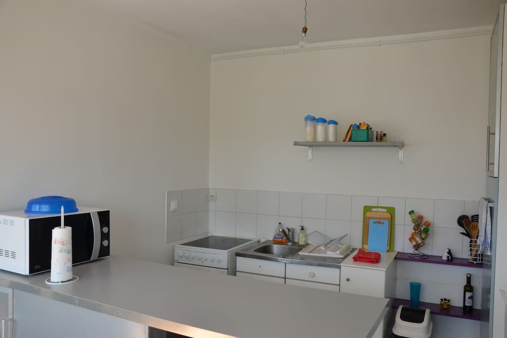 Equiped kitchen with oven,  microwave oven and everything you need to cook french meals :)