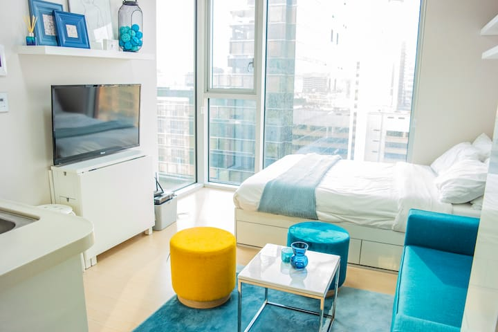 [P5] Gangnam Stn. Corner Suite Modern Blue House