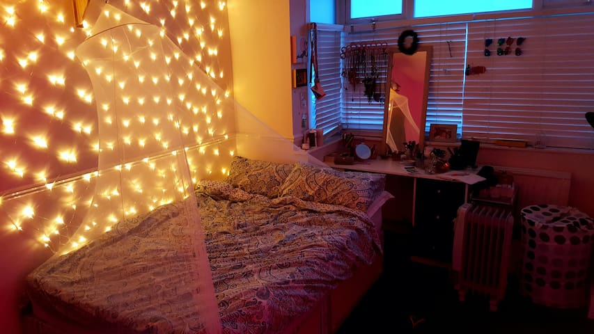 Well connected cosy room - London - House