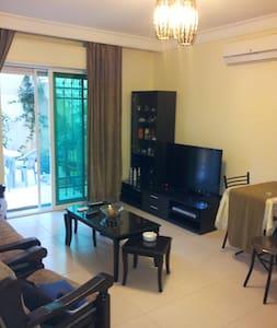 Elegant Modern 1 BR Apt with Astonishing garden - Apartment