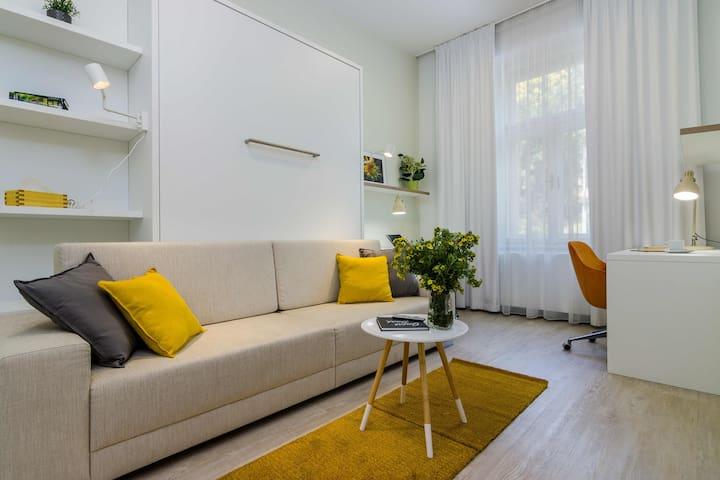 Modern apartment * 10min Wenceslas Square *Netflix