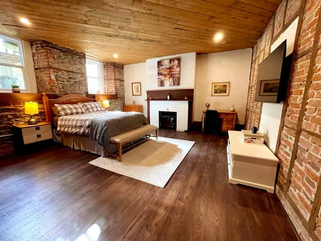 large bedroom (queen-size) with TV and work area