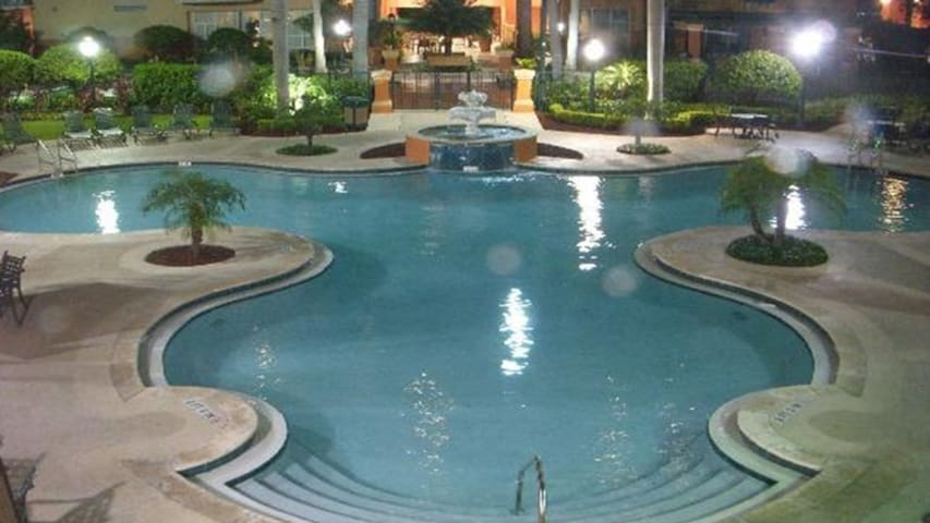 Relax at the Tropical Palm Aire Resort in Florida