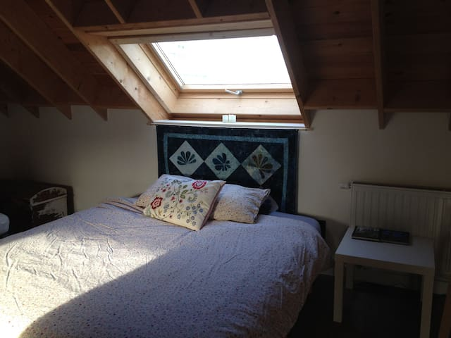 Sunny Attic Retreat - Hasselt - Casa