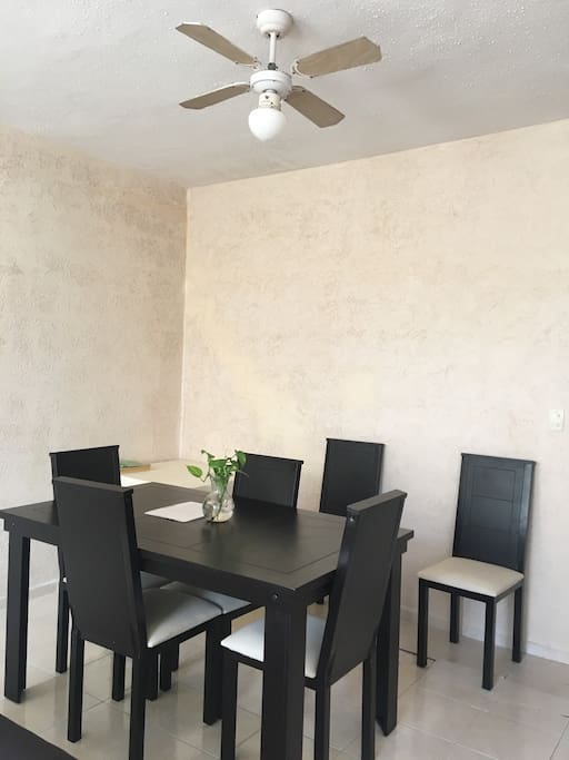 Dinning room that can accommodate 6 people