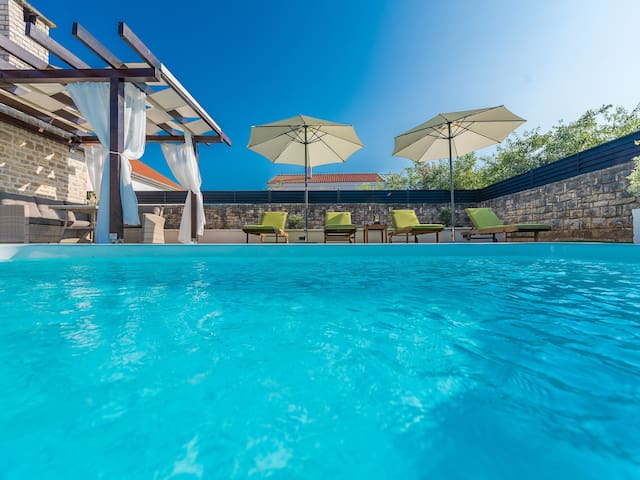 Holiday home Marcela with pool, Zadar county