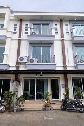 Sleep Room Guesthouse @ Phuket