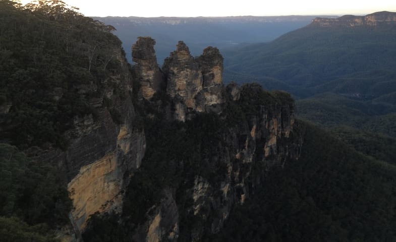 Katoomba - the 3 sisters early one morning.