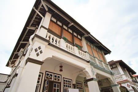 Quaint Heritage Shophouse - George Town