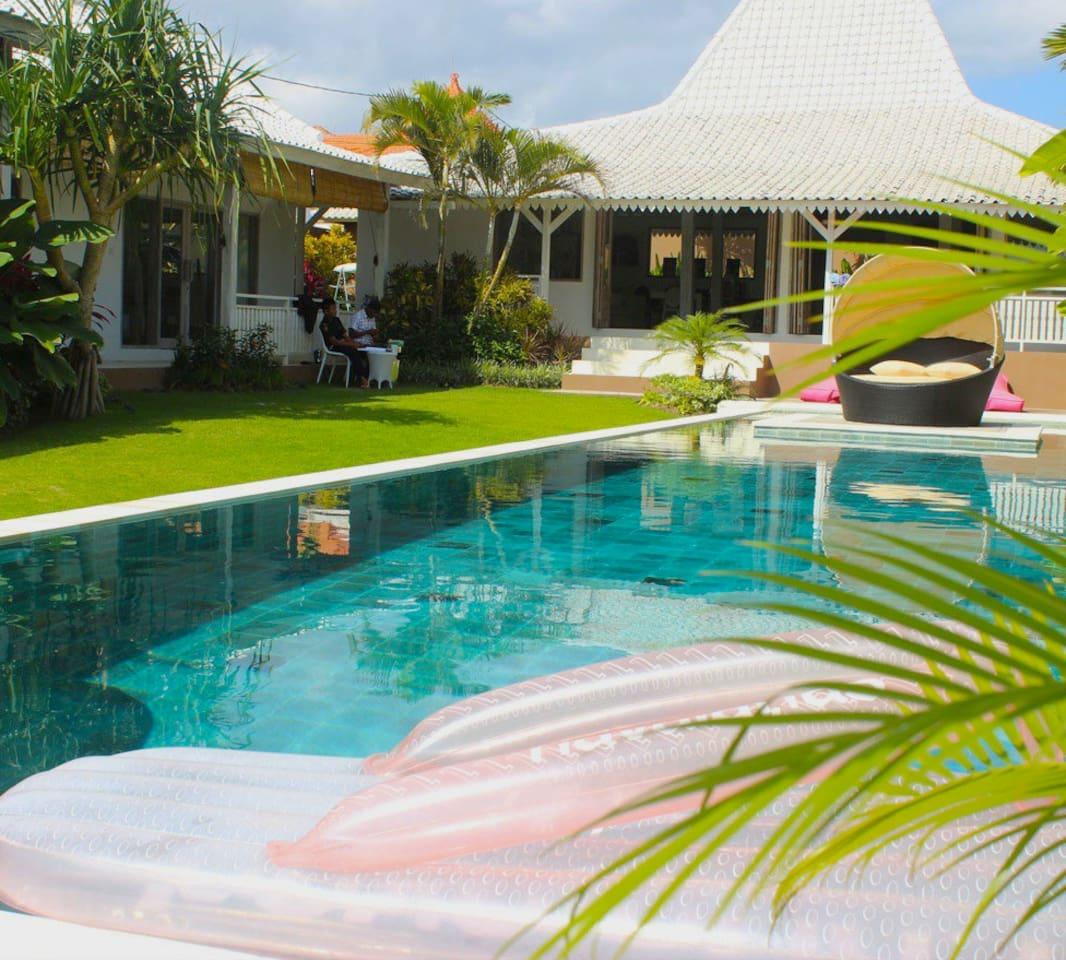Stunning Villa Menawan, Canggu