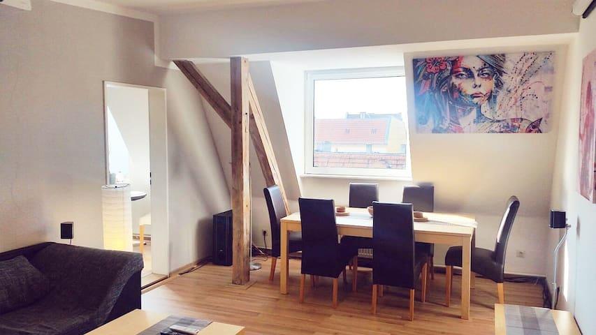 90qm 4-room TOP FLOOR flat in Berlin - HOMECINEMA