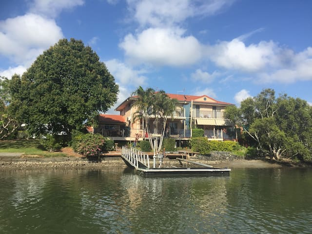The Terrace House : On The River - Tweed Heads West