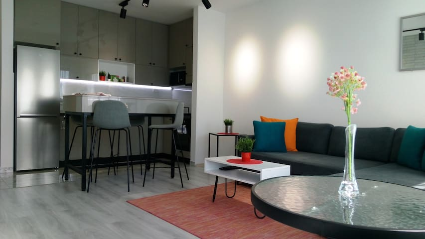 ★ Open plan kitchen, dining and living room area.