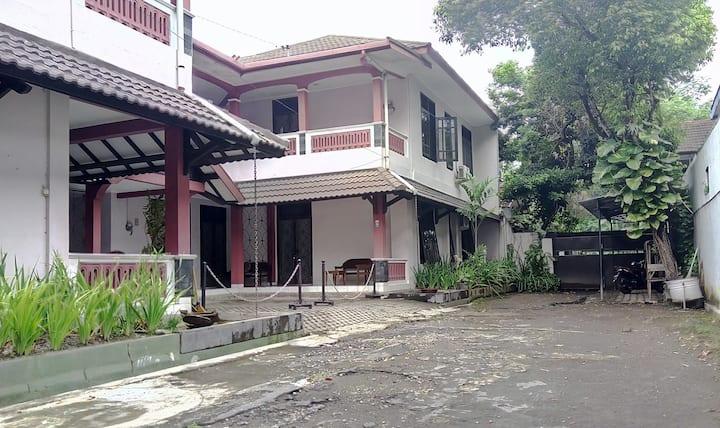 Apartment luas di dekat pusat Kota Jogja by NGINAP
