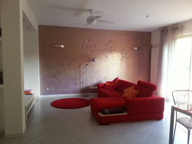 Ampio appartamento comodo a Lago e servizi - Bedizzole - Byt