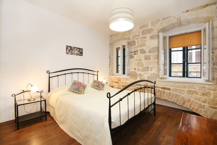 Stone Walls Center Apartment