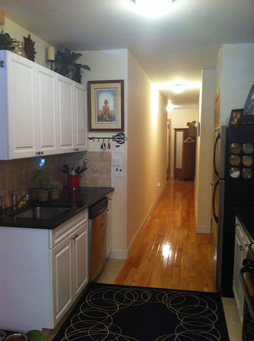 Beautiful Stainless/Granite Kitchen: Full Fridge, Dishwasher, Pantry, Oven/Gas Range, Microwave, Toaster, Stocked w/Dishes, Utinsils, Cookware, & cookeries.  If interested in renting the entire apt, click this link: https://www.airbnb.com/rooms/539160