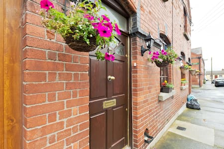 Quaint Townhouse by Phoenix Park, near city centre - Dublin - Townhouse
