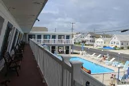 Surf 1600  (B ) N. Wildwood 2 Blocks to BEACH