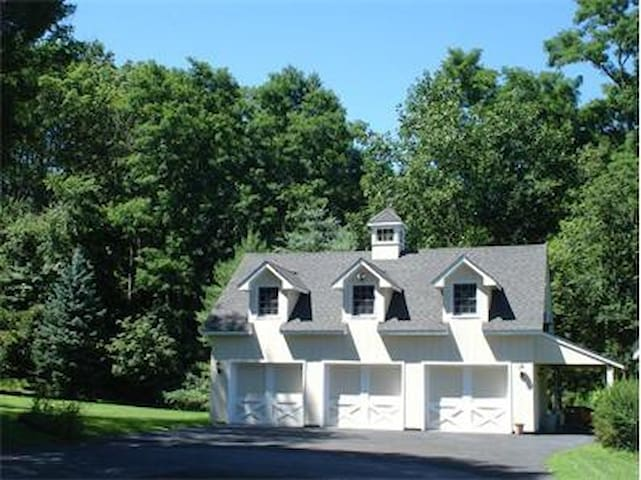 Charming home in New Canaan countryside - New Canaan - Hus