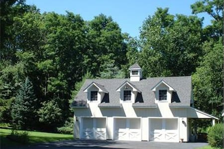Charming home in New Canaan countryside - New Canaan