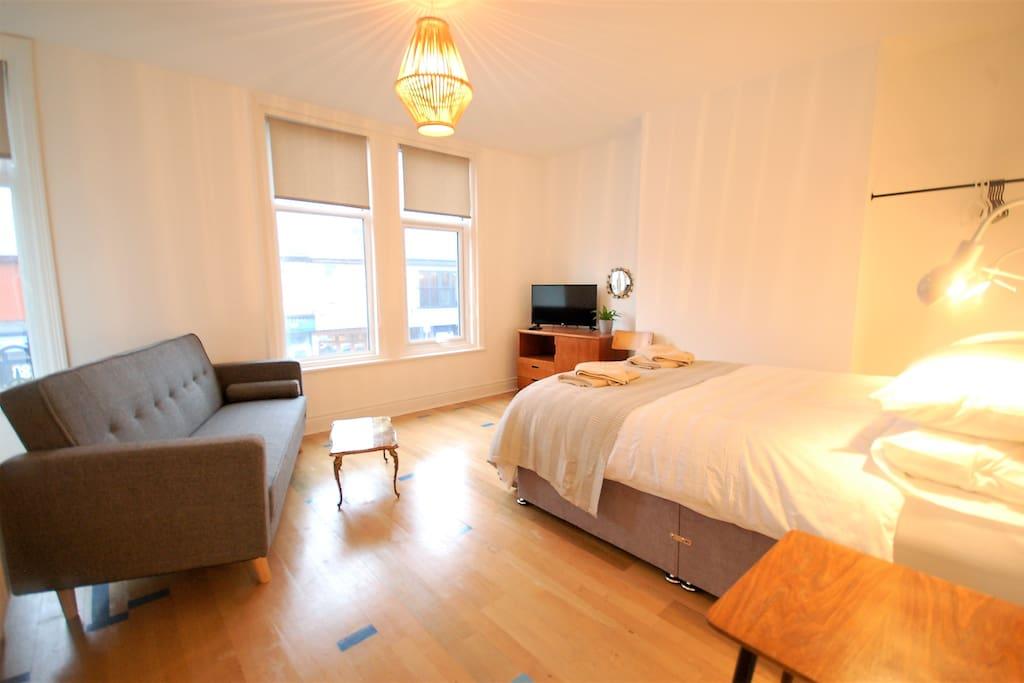 Bedroom 1: Double room