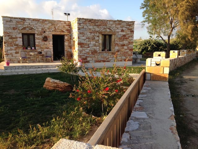 Stone house by the sea - Naxos - Hus