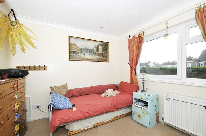 Space in our HOME near London. - Sidcup - Bed & Breakfast
