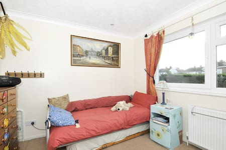 Space in our HOME near London. - Sidcup