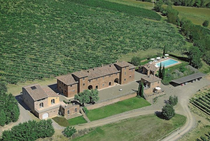 Winefarm Terrarossa | Tuscany with pool | Mimosa