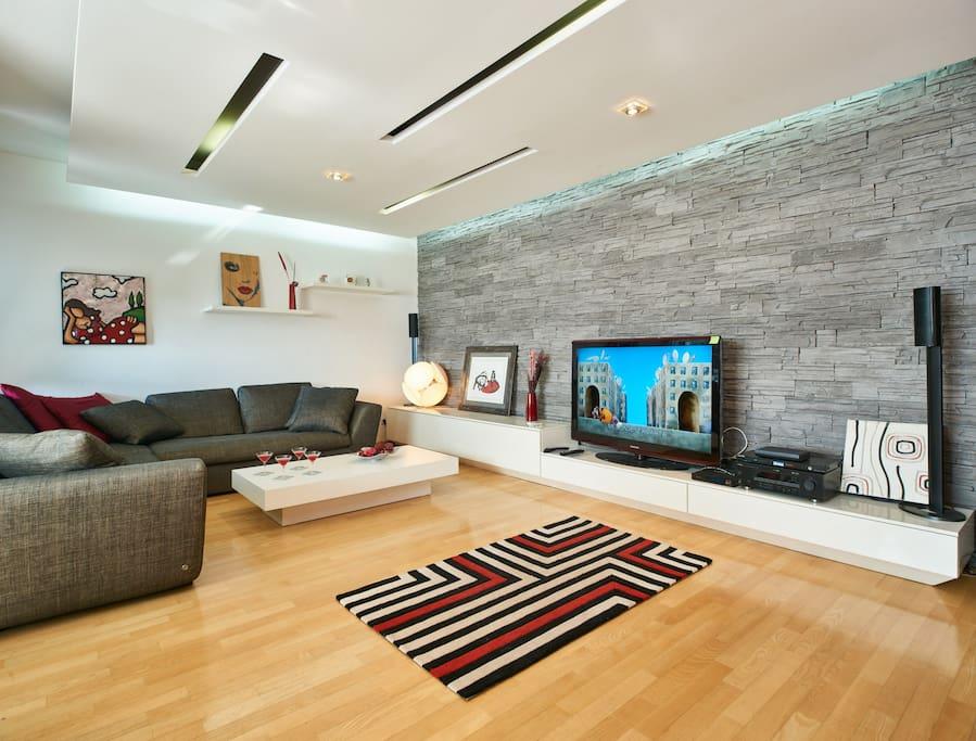 Modern fancy apartment free garage and parking for Costruttori di appartamenti garage