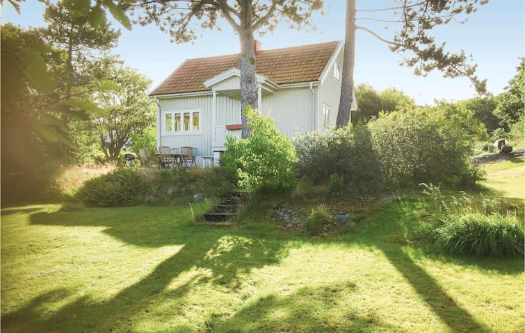 Holiday cottage with 3 bedrooms on 62 m² in Brännö