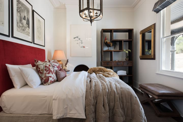 Hillcrest Apartment | Luxury Clunes Accommodation