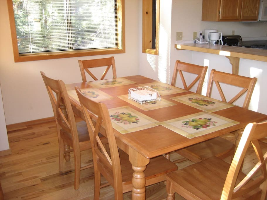 Dining area - table expands to seat 10