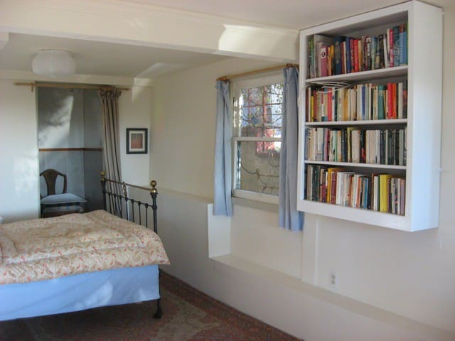 Self-Contained Bedroom and Bathroom - Kensington - House