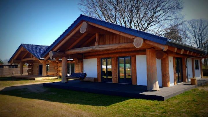 Ökologisch Urlauben im Naturstammhaus