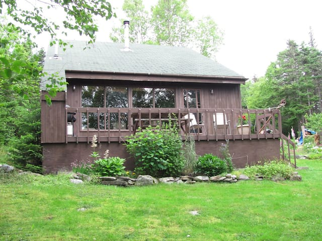 2 Bdrm All-Pine Chalet on Lake - Tors Cove - Cabin