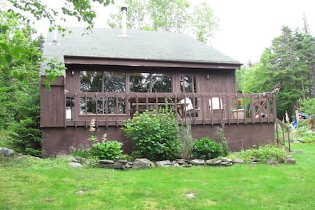 2 Bdrm All-Pine Chalet on Lake - Kisház
