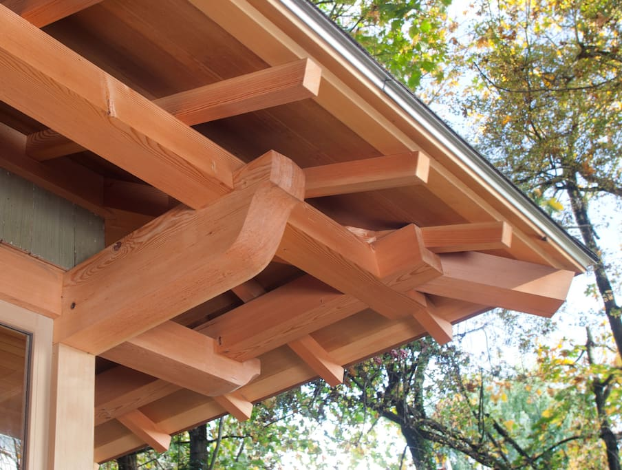 Roof overhang showing Japanese jointed and pinned frame