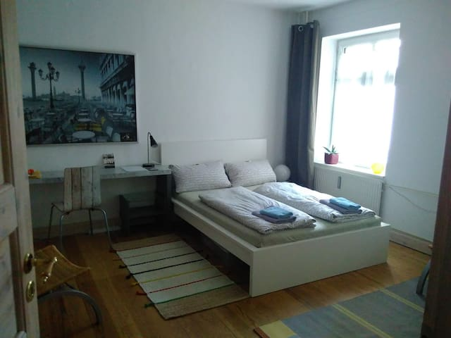 Nice room near by SCHANZENVIERTEL