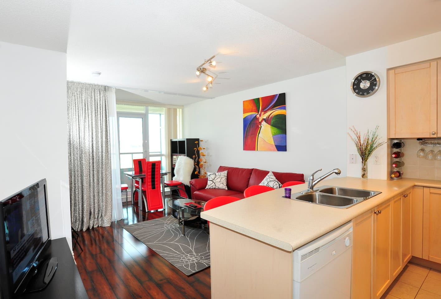 Stunning condo in Scarborough town