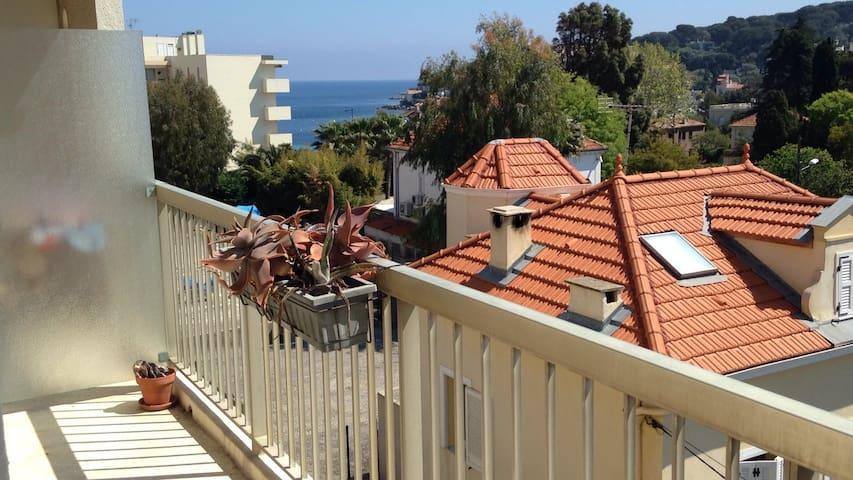 Studio calme avec balcon vue mer, 100m de la plage - Antibes - Apartment