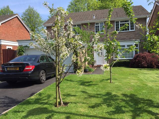 Double/Triple Room in Delightful Cheshire Home