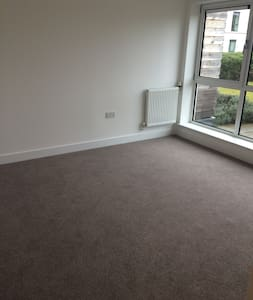 Large room in new build apartment, great location - Newbury